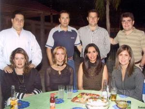 De pie, Alberto Llama, Javier  Martínez, José Llama y Raúl Lozano; sentadas, Rocío Romo, Betty Nieto, Martha de Llamas y Marisela Iriarte.