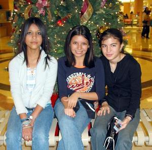 Patricia Perales Cárdenas, Érika Sarmiento Tovar y Ana Lucía Valenzuela.