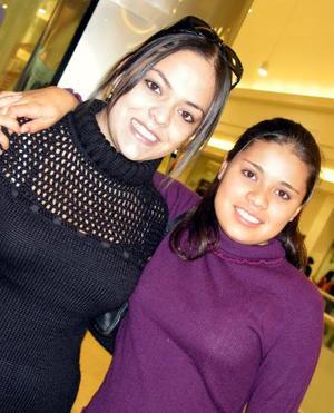 Sasha Cisneros y Ana Karen Guerrero.