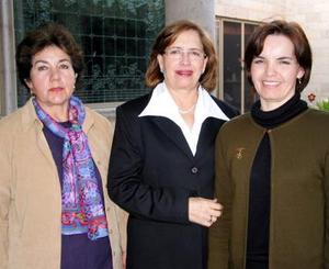 Lucila de Hernández, Silvia de Reyes y Lily de Gallegos anfitrionas de la pasada reunión del Club de Jardinería Violeta