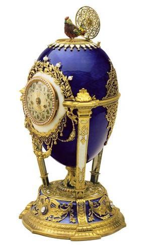Entre las piezas que subastará Sotheby's se encuentra 'Coronation Egg' (Huevo Coronación), encargado por Nicolás II en la primera Pascua tras su subida al trono en 1897, a los 28 años, que está valorado entre 18 y 24 millones de dólares. <u> Imagen: El huevo cockerel </u>