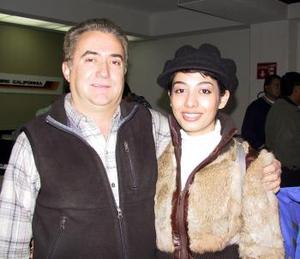 A Montreal Canadá viajó Alicia Valadez  Bassó para continuar con sus estudios; la despidió su tio Javier Belausteguigoitia.