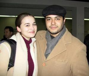 <u> 10 de enero </u> <p> Crystal Smith retornó a Houston Tx, luego de vacacionar en Torreón, la despidió el joven Federico Juárez Bassol.