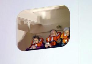 Antes de zarpar los tripulantes participaron en un simulacro de emergencia.