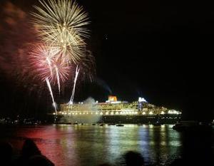 Aunque Cunard ha negado informes de una amenaza terrorista contra el barco, las medidas de seguridad eran severas y la presencia policial obvia.