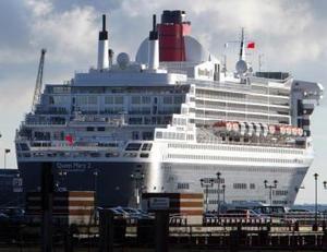 El Queen Mary 2, el transatlántico más grande y lujoso del mundo, partió del puerto de Southampton (sur de Inglaterra) en un crucero de catorce días con escala en las Islas Canarias y que concluirá en Fort Lauderdale, en Florida (EU).