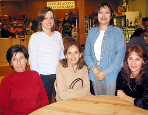 Alba Hernández, Pecky Webb, Alejandra Barrera, Ana Silvia Arenal y Zaide Seáñez.