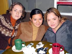 Alma Villalobos, Cecy Ávalos y Nishme Darwich.