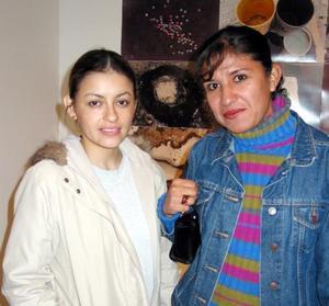 Ana M y Karina Carrasco.