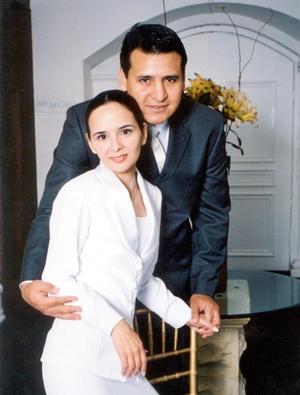 Ing. Sergio Rodríguez Rodríguez y C.P. Nora Elia Dávila Treviño contrajeron matrimonio civil el 14 de diciembre de 2003.