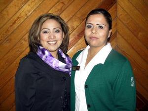 Janette Valdez y Sandra Villarreal en el convivio del Día de la Enfermera.