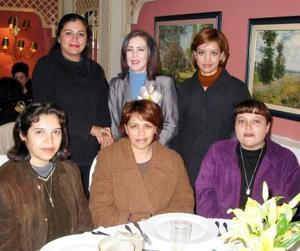 Adriana Villarreal con Soraya Ayala de Pérez, Berenice Valdez de Galarza, Ana Sánchez Rangel, Elena Miranda y Jatziri Ávila.