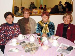 Conchita de Muñoz, Carmen Zarzosa de García, Adriana de Valadez y Lily de Amador en pasado acontecimiento social.