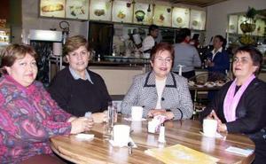Laura de Rodríguez, Luzma de Sarmiento, Genoveva de Delgadillo y Rosario L. de Rodríguez.