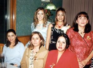 Maru Medina en su primera despedida de soltera acompañada por Aranzazú, Angélica, Ley, Ana María y Maribel.
