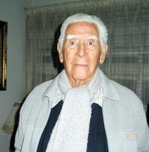 Sr. Jorge Pérez Hernández celebró su 92 aniversario de vida con un festejo preparado por su familia.