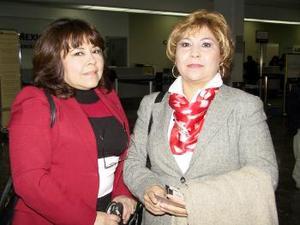 Irma Yolanda Pérez y Mary García de Ávila se trasladaron  a la ciudad de México para asistir a un curso de Reformas.