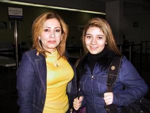 <u> 11 de enero </u> <p> Josefina Vázquez de López y Deysi López retornaron a Tijuana luego de un período vacacional en La Laguna