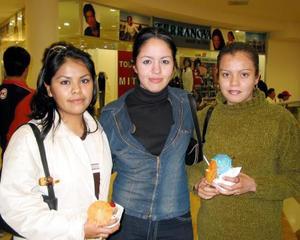 Christian Esparza Hernández, Yaniria Limón Ruiz y Elvira Palacio Fierro.