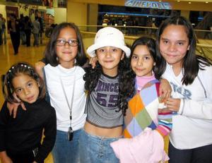 Mariana Gómez, Sareth Pulido, Michelle Cruz Flores, Melissa Flores y Regina Gómez Monroy