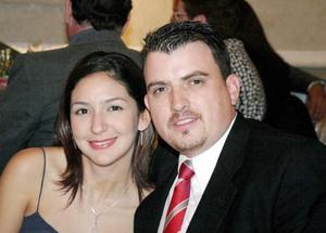 <U>13 de enero </u><p>  Perla Sepúlveda y José Luis Elizondo en reciente acontecimiento de boda.