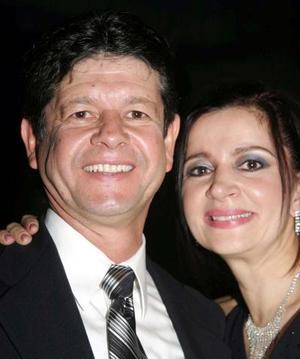 <u>12 de enero</u><p> José Alfredo González Reyes y Anabel de González, asistentes al baile de Año Nuevo celebrado en el Club Montebello.