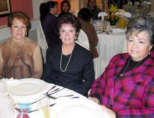 Chayito de Muñoz, Elvira de la Torre y Lucha de Ibarra fueron captadas en pasado acontecimiento social.