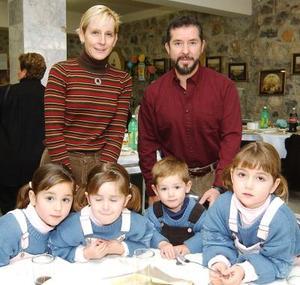 <u>12 de enero </u><p> Javier de la Peña junto a su esposa Alejandra de De la ëña y sus hijos,  Regina, Bárbara, Prsiscila y Javier de la Peña Schott