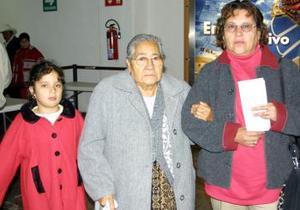 <u> 12 de enero </u> <p> Constancia Serrano Acuña, Olivia Acuña Márquez y Olivia Márquez López regresaron a Tijuana las despidió Margarita Acuña