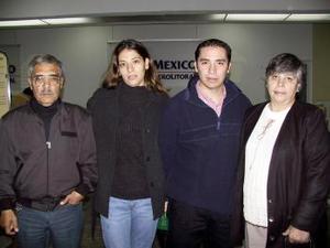 A Villahermosa viajó Luis Herrera y fue despedido sus padres.