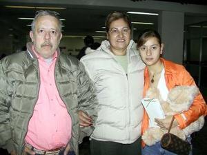<u> 13 de enero </u> <p> Rocío Borbolla viajó a Tuxtla, la despidieron sus padres Francisco y Socorro Borbolla