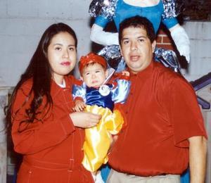 <u>15 de enero </u><p>Niña Priscila Cisneros Medina acompañada por sus papás, los señores Héctor Cisneros Banderas y Lorena Argentina Medina Bocanegra en el festejo que le prepararon por su primer cumpleaños.