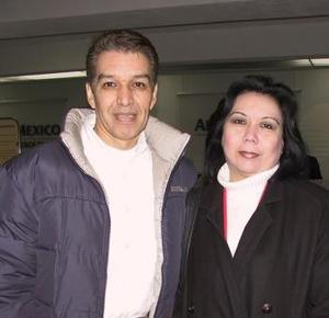 José Luis Belmonte viajó a México por cuestión de trabajo, le deseó buen viaje su esposa Karla Mendoza.
