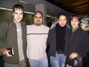 <u> 17 de enero </u> <p> A Toronto Canadá se trasladó Aldo Montelongo en plan de estudios, le desean buen viaje su mamá María del Carmen Padilla y sus hermanos Alan e Ivonne.