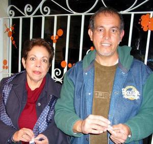 Susana y Pedro Valdez, en reciente convivio social.