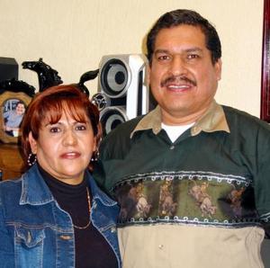 Ernesto Dorado Ramos con su esposa, María Herminia Bernal de Dorado en el convivio que le ofreció por su cumpleaños.