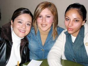 Roberta Hernández, Ivonne de Fernádez y Janine de Martínez.