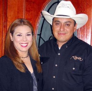La señorita Irene Silva Castro y Benjamín Hernández, en pasado acontecimiento social.
