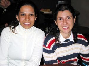 Jessica Evaristo y Katia Batarse en un café de la localidad.