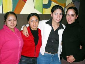 <u> 16 de enero </u> <p> Angie Perea, Lulú Romero, Vanessa Benítez y Ginna Morales Marcos, captados en un café de la localidad.