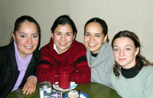 Rocío Flores, Abril Cortés, Marisol Flores y Sofía Cabral.