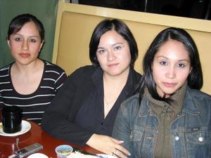 <u> 17 de enero </u> <p> Beatriz Adriana Andrade, Mirelle Heredia  y Daniela Gutiérrez.