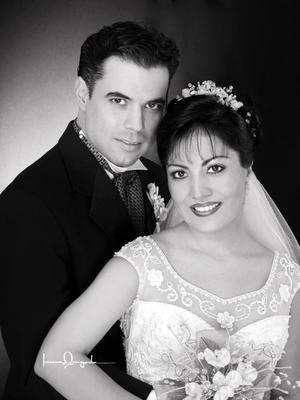 C.P. Estela Morales Ramos contrajo matrimonio con el Ing. Raúl Sergio Pérez Castillo. <p> <i>Estudio Laura Grageda</i>
