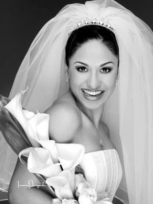 Lic. María del Carmen Morales Salas el día de su enlace nupcial con el Ing. Emilio Rafael Cañedo González. <p> <i>Estudio Laura Grageda</i>