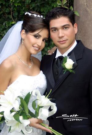 Lic. Héctor Hugo Nahle Romero y Srita. Luz María Herrera Guerrero contrajeron matrimonio religioso en la parroquia de San Pedro Apóstol el diez de octubre de 2003. <p> <i>Studio Sosa</i>