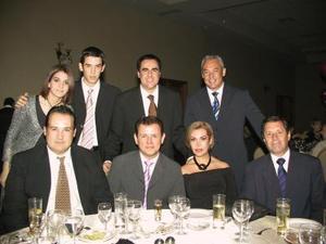 Eduardo Borrego, Ricardo Borrego, Carlos González, Connie Borrego, Guillermo Garza, Nuria Murra, Fernando Garza y Othón Borrego.