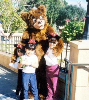 Anilú, Mary Cristy y Ana Cecy Rabiela Barbosa captadas en Disney World en Orlando, Florida, durante sus vacaciones.