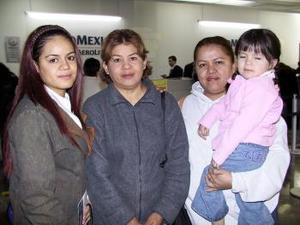 <u> 18 de enero </u> <p> Yuridia Mijares se trasladó a Cancún en plan vacacional, la despidieron Leonor Salazar, Laura Samaniego y Arely Samaniego.