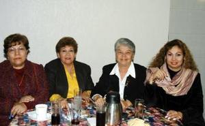 <u> 19  de enero </u> <p>  Ome G. de Atilano, Esther B. de Rojas, María del Carmen I. de Ojeda y Ana María miembros del Club Isabel la Católica.