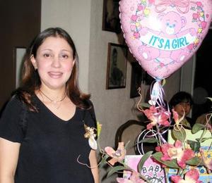 Ana Karola Valdés de Luna fue homenajeada con una grata fiesta de canastilla.